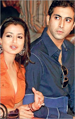 Ameesha Patel And Her UK Based NRI Boyfriend Kanav Puris Relationship Has Ended After Dating For Nearly Three Years They Decided To Part Their Ways