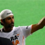 Hockey player Prabhjot Singh shows middle finger to the crowd