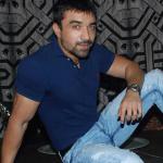 Ajaz Khan flirting with Elli and Gauhar